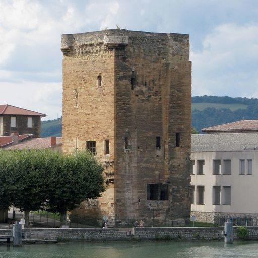 Tour des Valois de Sainte-Colombe (vestiges du pont ancien), vue générale, latérale. © Région Rhône-Alpes, Inventaire général du patrimoine culturel.